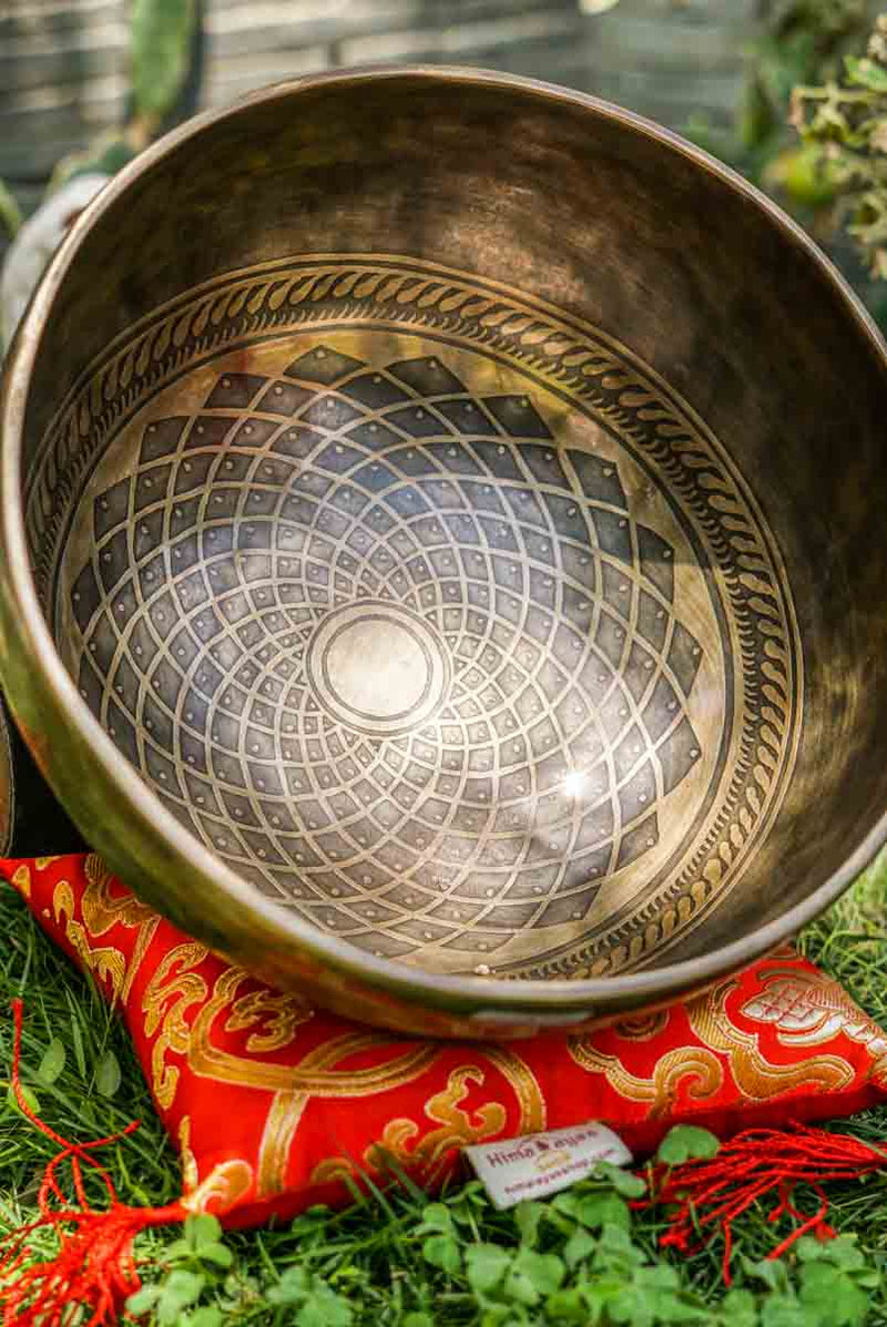 Lotus Singing Bowl for sound healing nad meditation