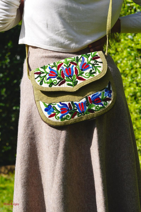 Unique style women's bag with hand embroidery, easy to carry and stylist design
