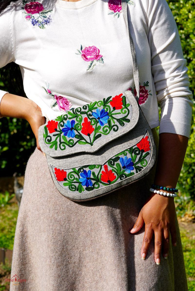 Absolutely stunning women's side bag that give you a bohemian chic look.