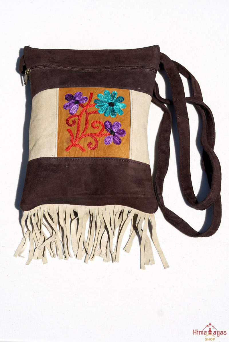 Absolutely stunning women's side bag with tassel to give you a bohemian chic look.
