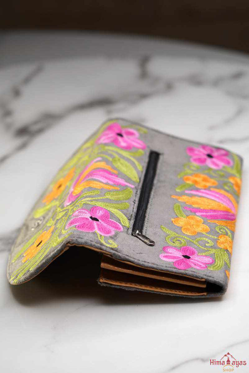 A stunning piece of handcrafted wallet specially designed with Kashmiri style hand-embroidery. Perfect for everyday use, you can organise your money and cards perfectly in this wallet.