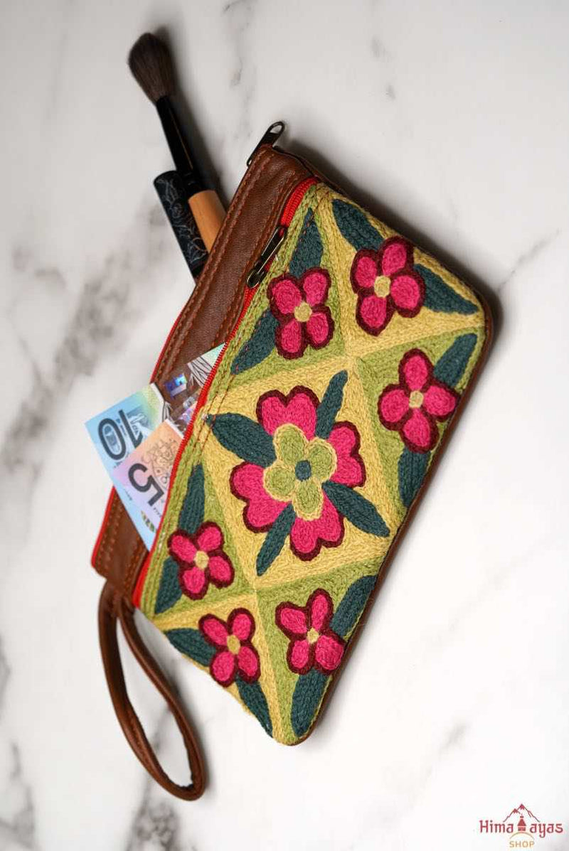 The perfect purse, engraved and fabric wallet for women that suits your style! You can use it as a wristlet purse or a clutch for days you want to travel light and easy.