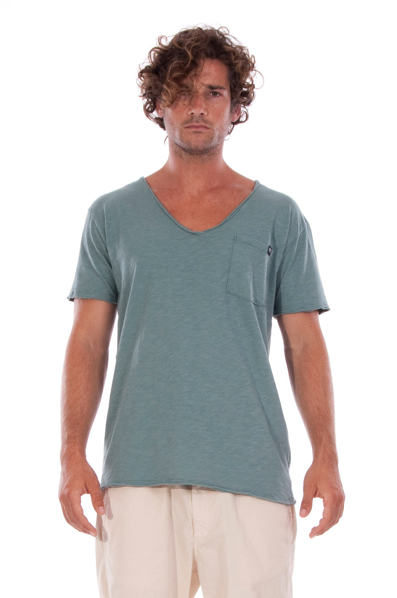 V neck - Tshirt - Cut Off - with pocket - Colour Green and Rraven shorts - Colour Sand -2