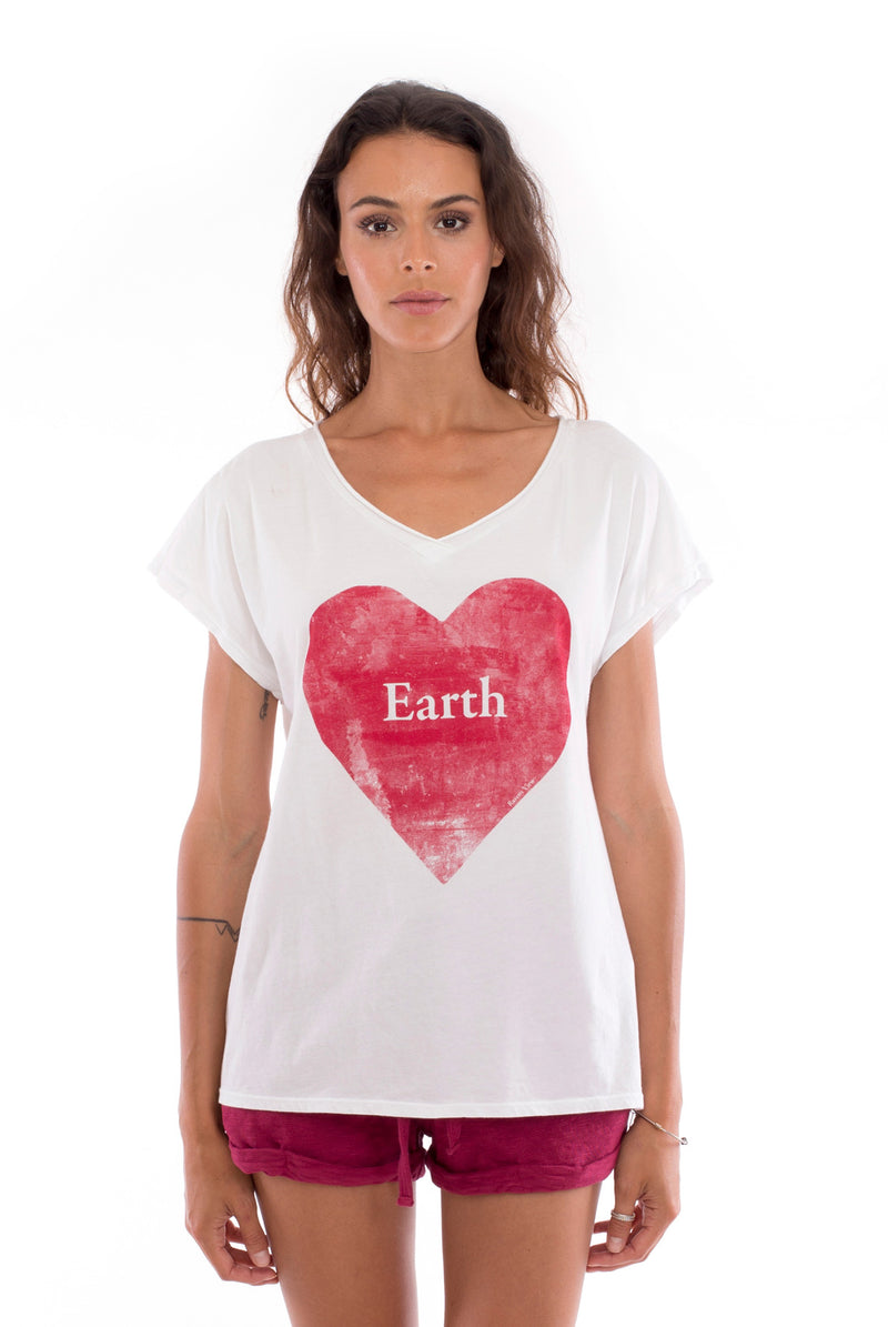 Love earth - V Neck - Loose Fit - Top - Colour White and sunset mini shorts - Colour Garnet -2