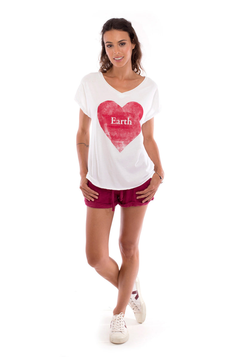Love earth - V Neck - Loose Fit - Top - Colour White and sunset mini shorts - Colour Garnet -1