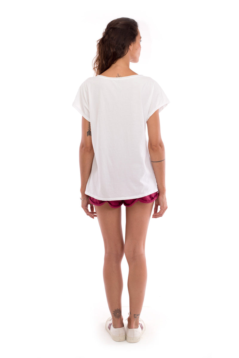 Raven - V Neck - Loose Fit - Top - Colour White and sunset mini shorts - Colour Garnet -4