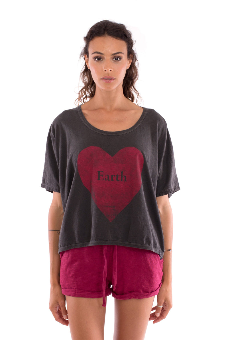 Love Earth - Round Neck - Loose Fit - Top - Colour Anthracite and sunset mini shorts - Colour Garnet - 2