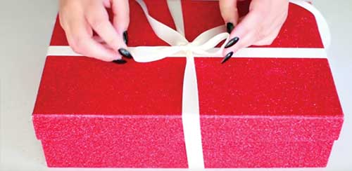 gift wrap box bow ribbon