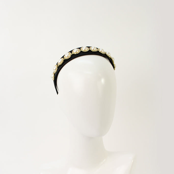 Jendi Abigail Pearl Headband in Black