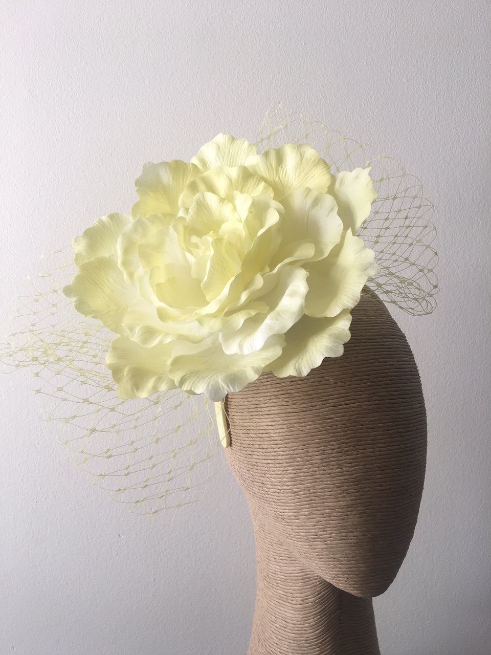 Max Alexander Large Flower with Netting in Lemon