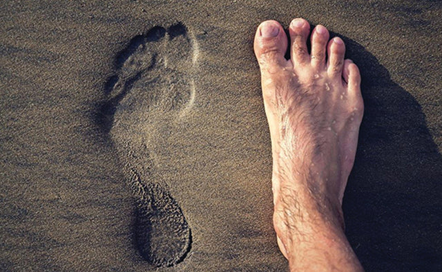 HOW BEING BAREFOOT CAN AFFECT YOUR BRAIN & MENTAL HEALTH