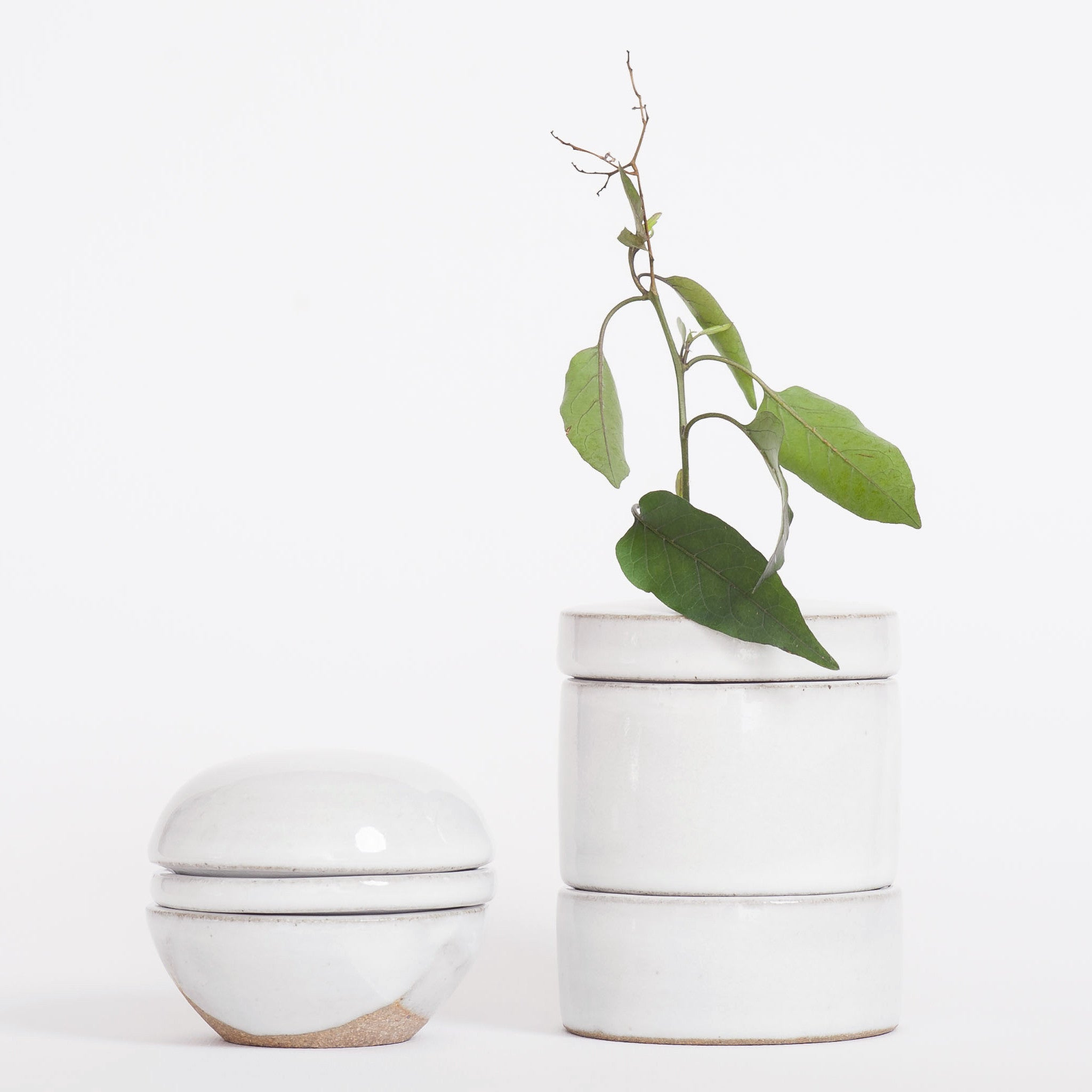 Ikebana Stack Vase with line lid White