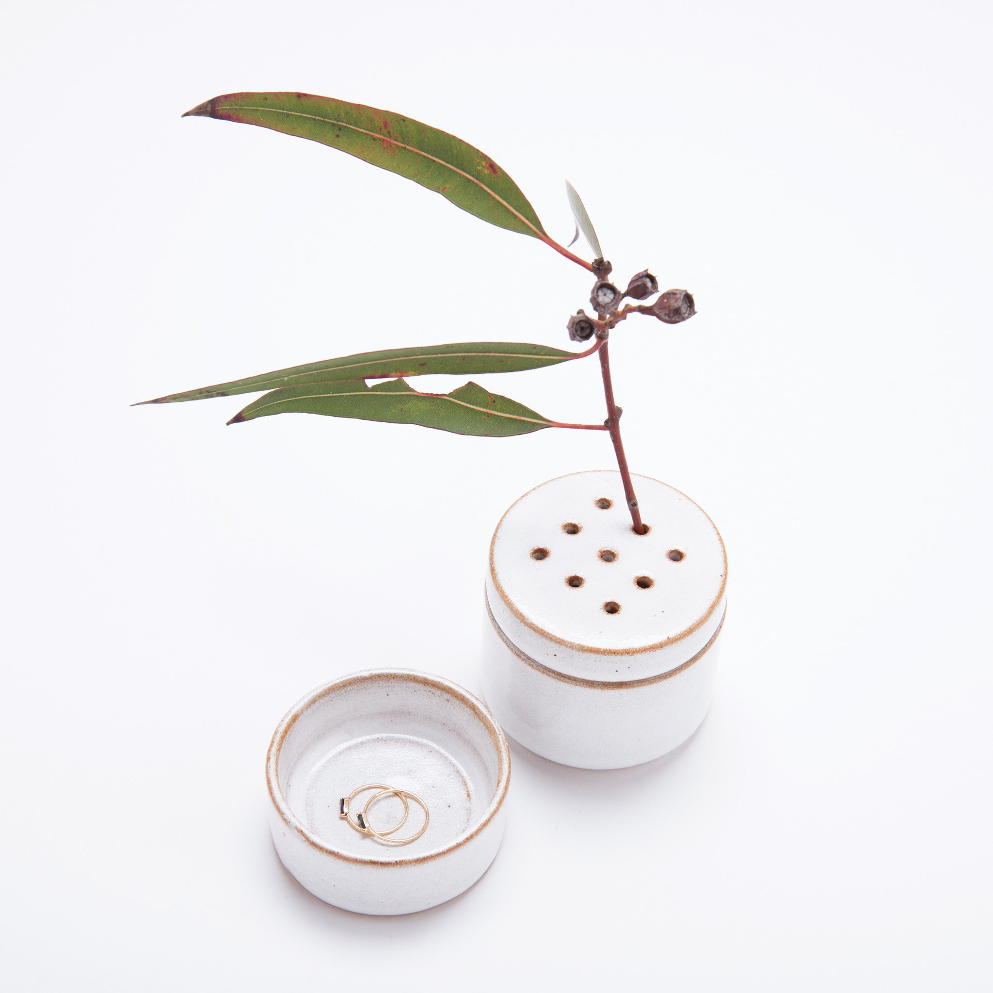 Ikebana Stack Vase with dotted lid White