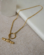 Load image into Gallery viewer, gold plated brass minimal lariat style chain necklace with hammered gold metal bar