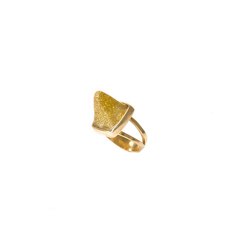 Mini golden sparkle pyramid ring