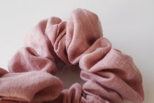 Load image into Gallery viewer, MIKROKLIMAT - Linen Scrunchie / Pink