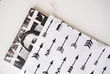 Load image into Gallery viewer, MIKROKLIMAT - Multipurpose White Cotton Bag / Arrows