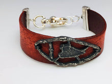 Load image into Gallery viewer, Leather and Pewter Heart Bracelet