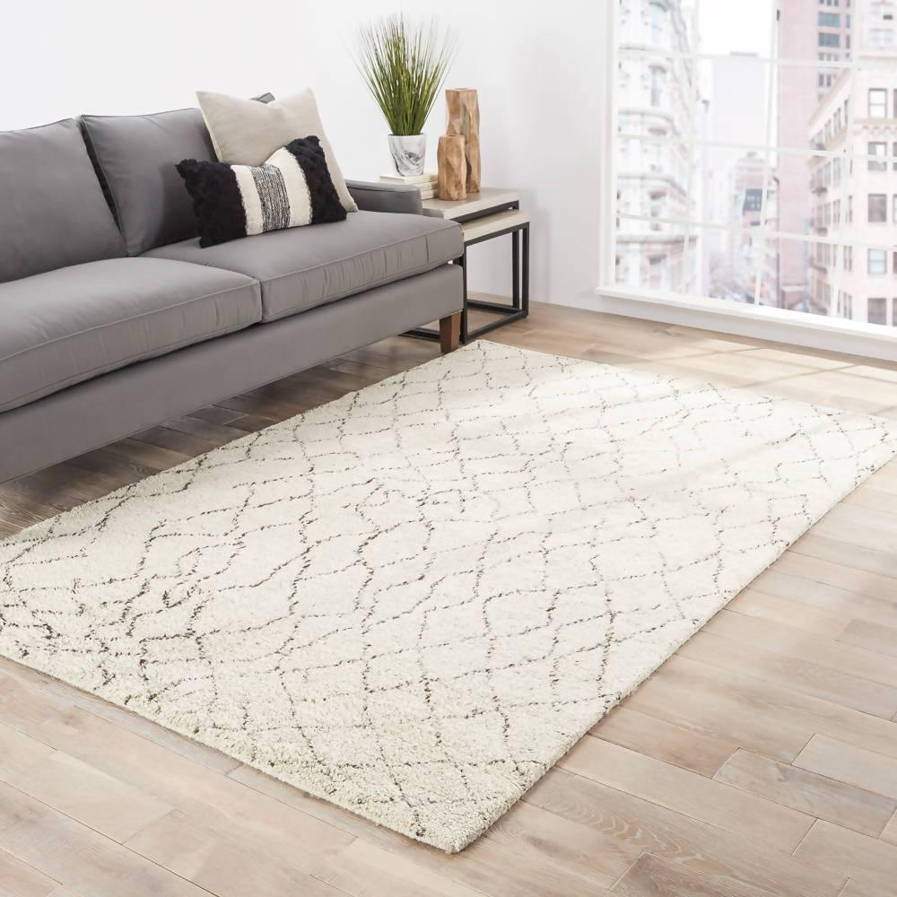 White Luxurious Rug in Premium Quality