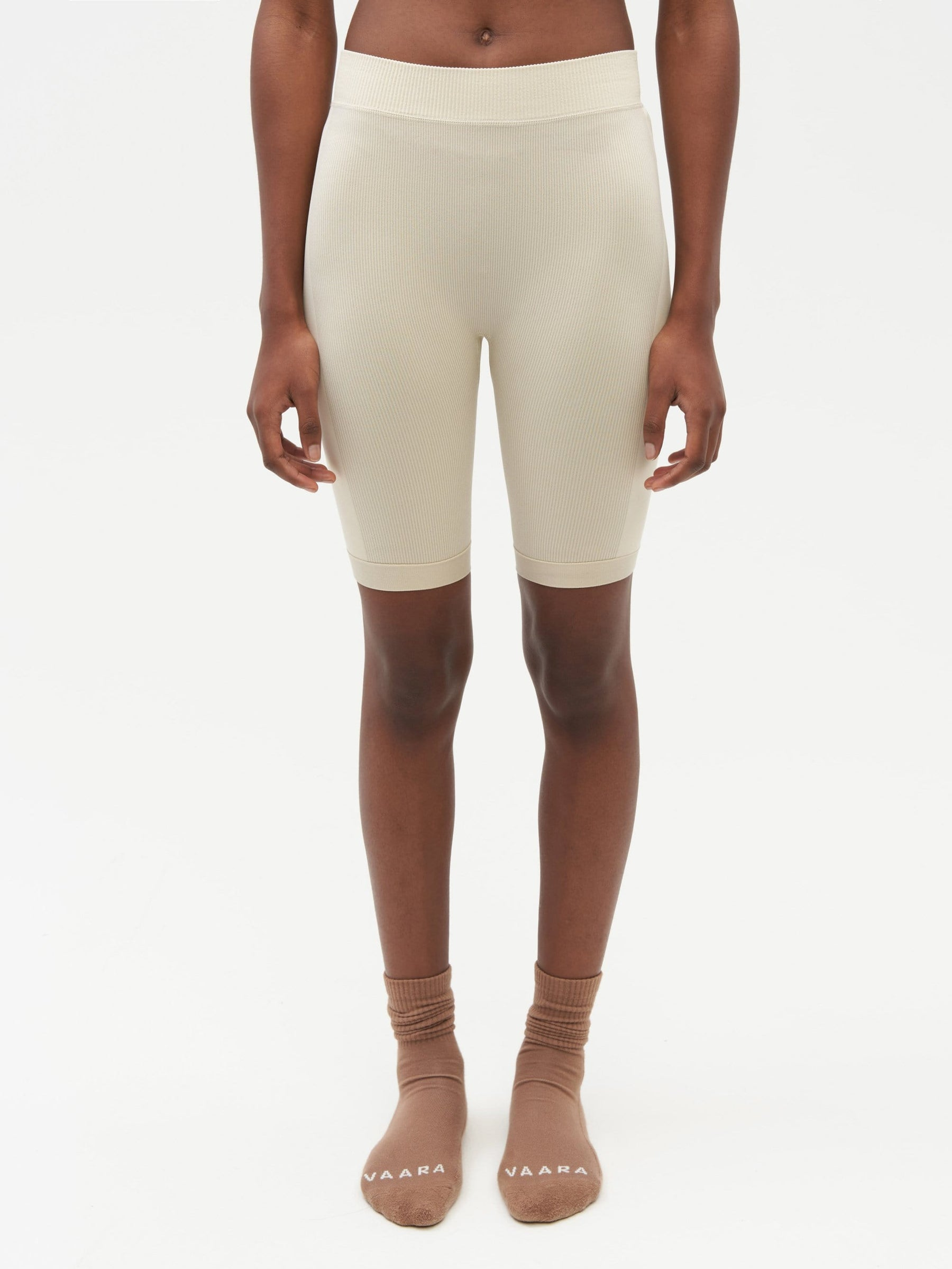 Essential Seamless Short Neutral