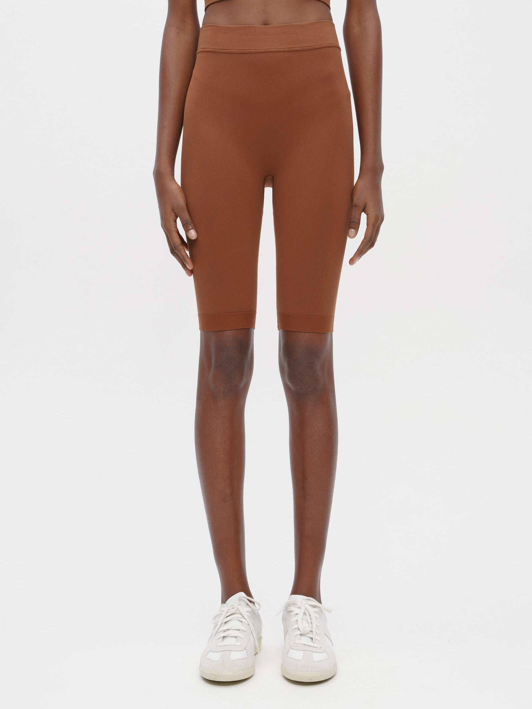 Essential Seamless Short Brown