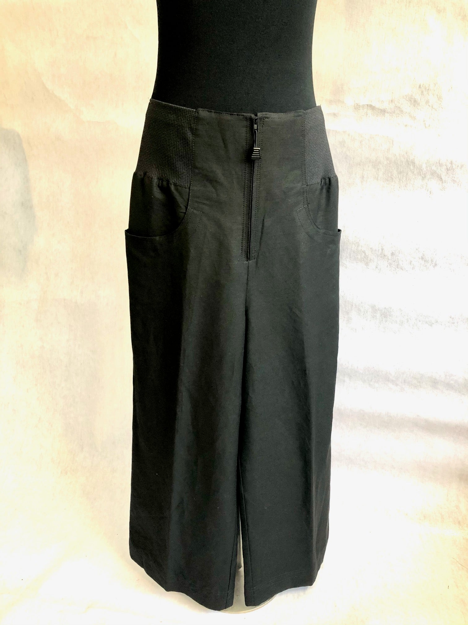 High There Pant I Black Linen Viscose