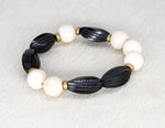 Load image into Gallery viewer, Black carved horn and cream bracelet