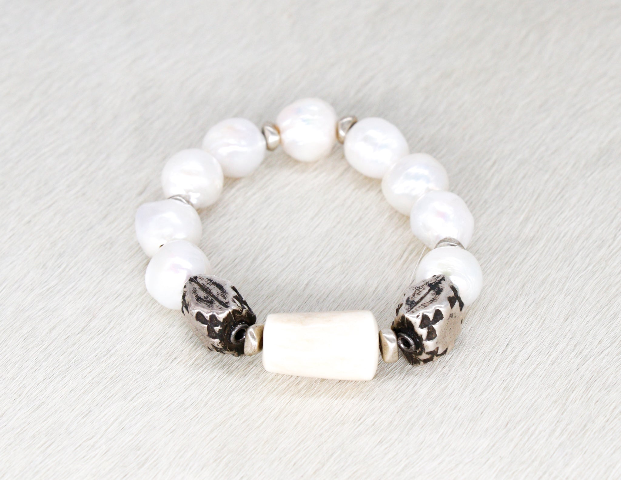 Pearl bracelet with silver