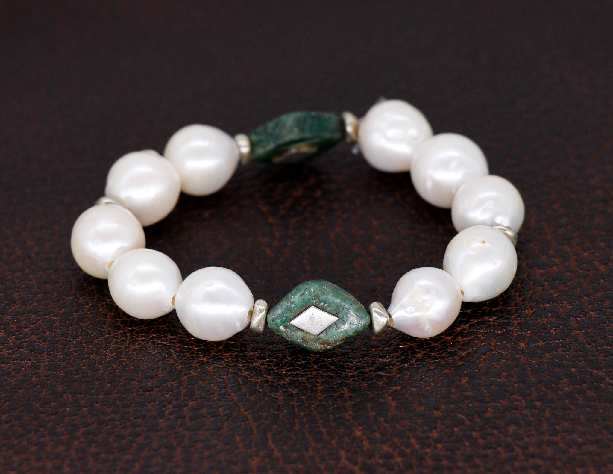 Freshwater baroque pearls with jade