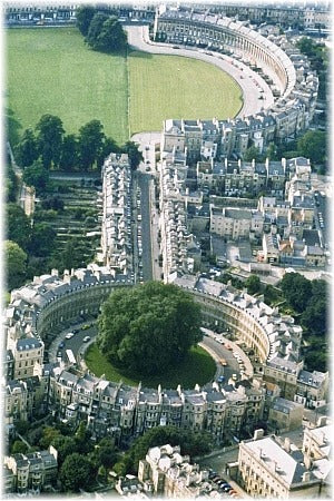 The Royal Crescent (top) and Circus (bottom) connected by Brock street, with Queen's square (not shown) branching off the Circus to the left