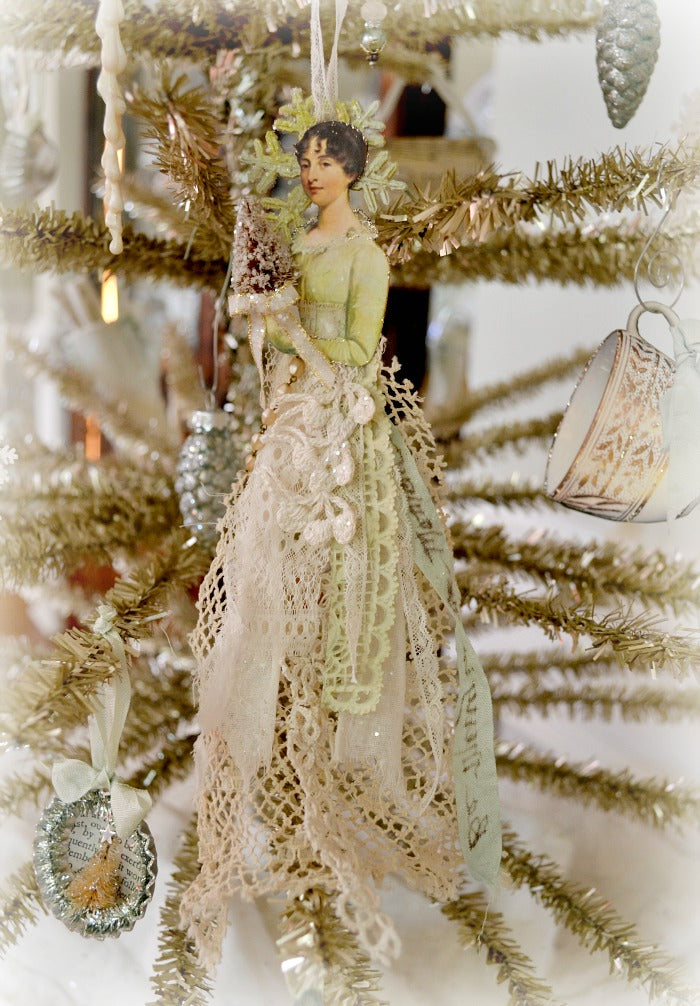 My dear friend Suzy creates beautiful angel ornaments in this style, and I crafted this with Suzy's angels in mind. Thank you for inspiring me Suzy!