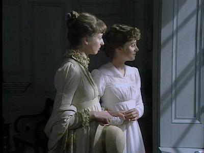 pride-and-prejudice-1980-charlotte-lucas-and-elizabeth-bennet-x-400