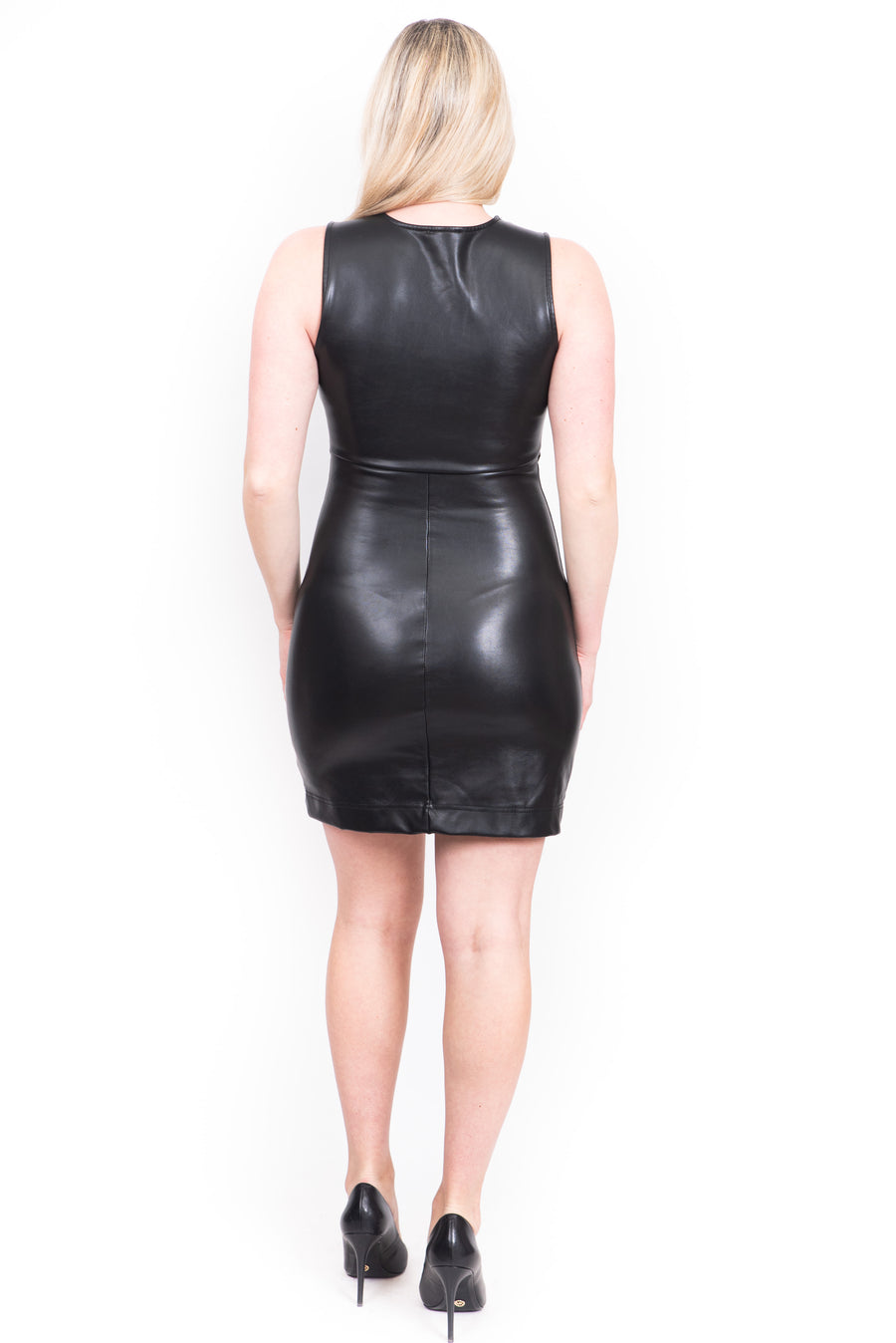 La robe en faux cuir/ Faux leather dress