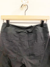 Load image into Gallery viewer, Mountain Hardwear Shorts Sz Small