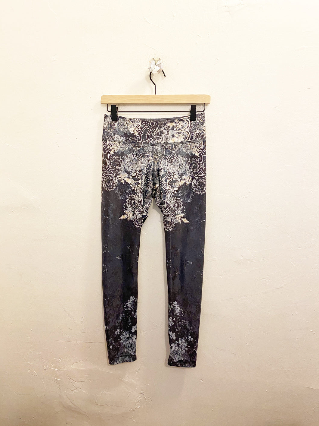 Niyama Leggings Sz Medium