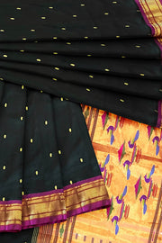 Black double pallu paithani with pink border