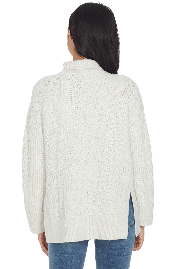 Diagonal Cable Turtleneck (Off White)