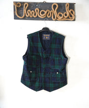 Load image into Gallery viewer, Woolrich hunting  vest size L