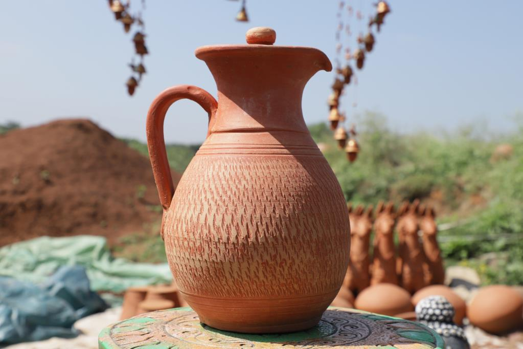 CLAY HANDMADE WATER JUG WITH LID - 1200 ml