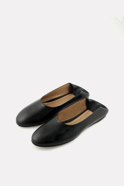 BALLET FLAT WITH A COLLAPSIBLE HEEL BLACK NAPPA.