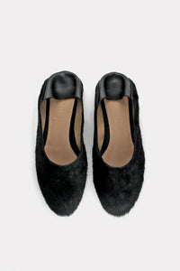 BALLET FLAT WITH A COLLAPSIBLE HEEL BLACK HAIR-CALF.