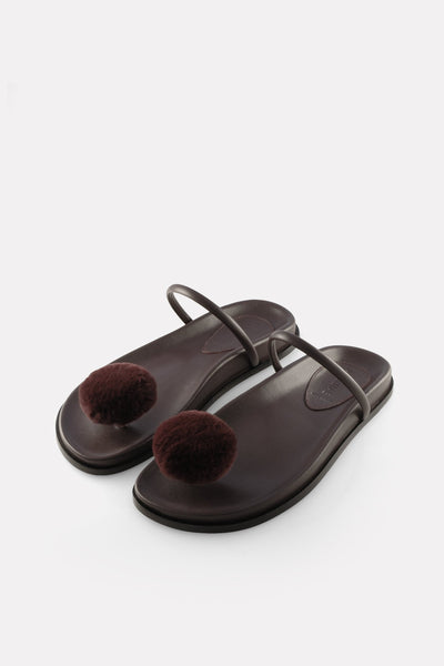 Button Thong on Footbed Bordeaux.