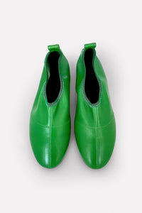Soft Glove Flat in Green Nappa.