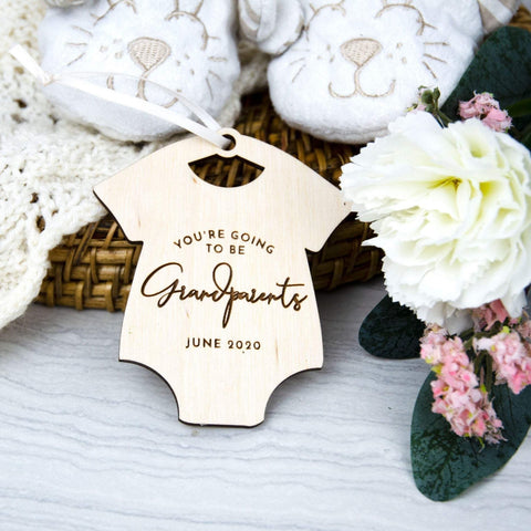 Pregnancy announcement for grandparents gift idea - Birch and Tides