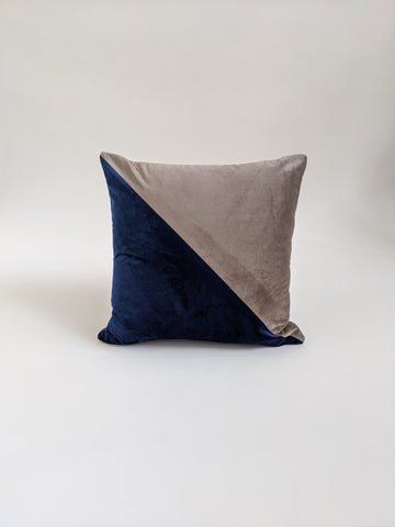 CUSHION COVER - BLUE / GREY GRAPHIC VELVET