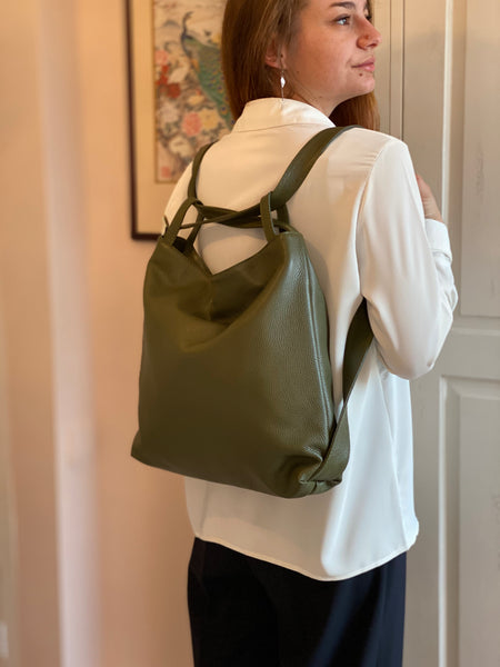 A model wearing the Samona as a backpack