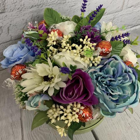 Luxury Hat Box With Silk Floral Display & Lindt Lindor Chocolates