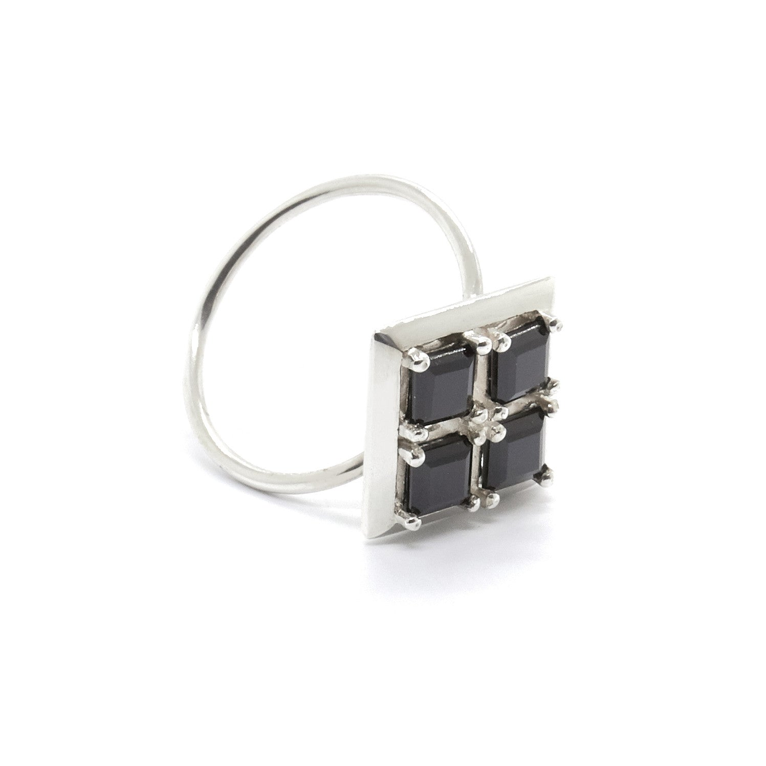 Quadrant Ring with Black Spinel