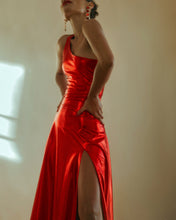 Load image into Gallery viewer, VESTIDO LARGO DE UN HOMBRO BE MY VALENTINE