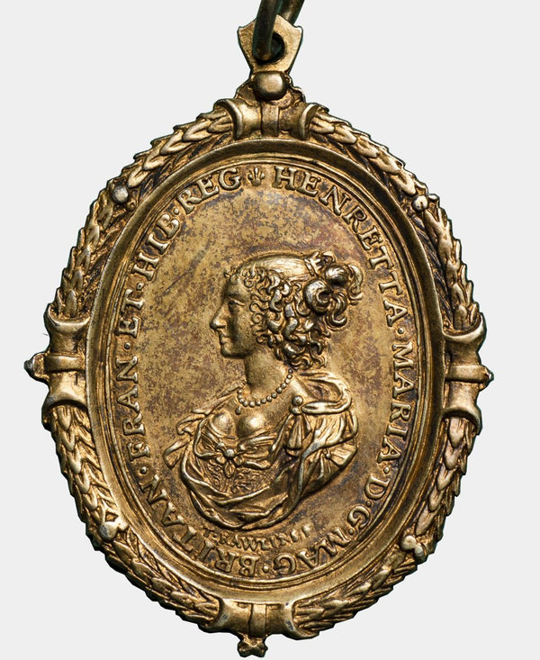 1642 - 49 CHARLES I and Henrietta Maria Gilt Royalist Badge - Mhcoins
